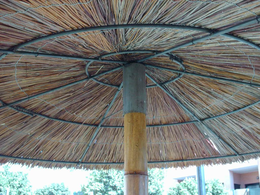 Detalle sombrilla de bambu y vimet - Parasol de jardin rectangulaire ...