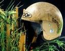 Cascos y material de esquí de bambú